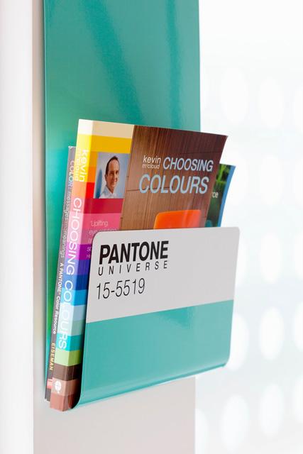 Pantone-201