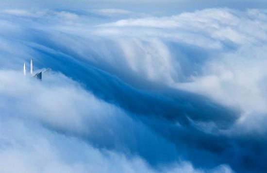a-blaze-with-light-dubai-in-fog-sebastian-opitz-10