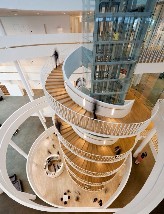 escada-criativa-em-expiral