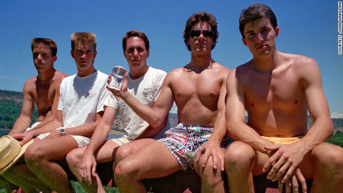 friends-take-same-photo-every-five-years-1987
