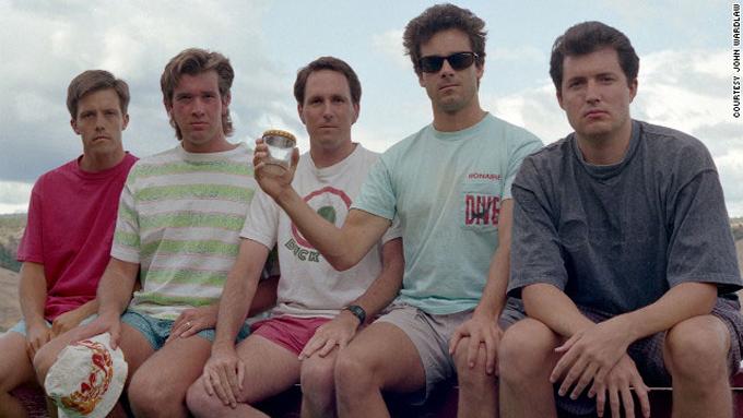 friends-take-same-photo-every-five-years-1992