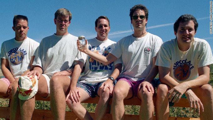 friends-take-same-photo-every-five-years-1997