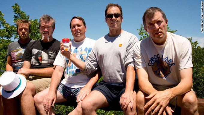 friends-take-same-photo-every-five-years-2012