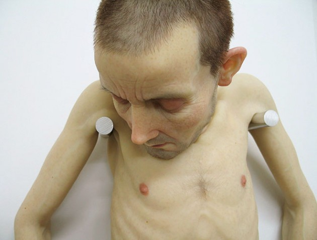 1-hyper-realistic-sculptures-by-sam-jinks