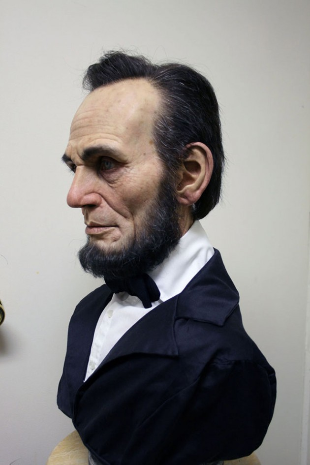 1-lincoln-bust-realistic-sculpture