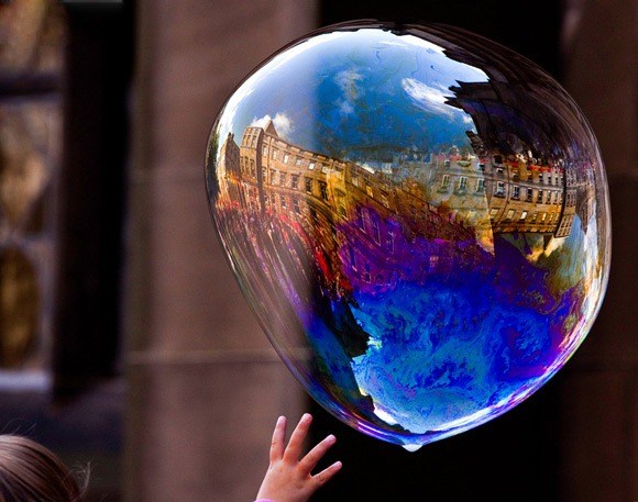 23-water-bubble-reflection-photography