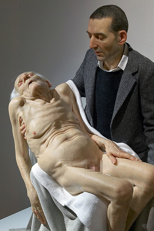 4-hyper-realistic-sculptures-by-sam-jinks