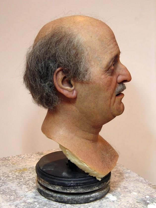 8-jumblatt-bust-realistic-sculpture