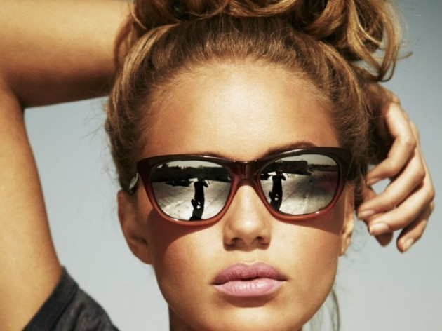 9-blondes-woman-sun-glass-reflection-photography.preview