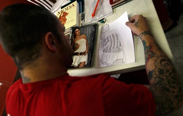 A prisoner draws a fashion model from a photograph for designer Raquel Guim