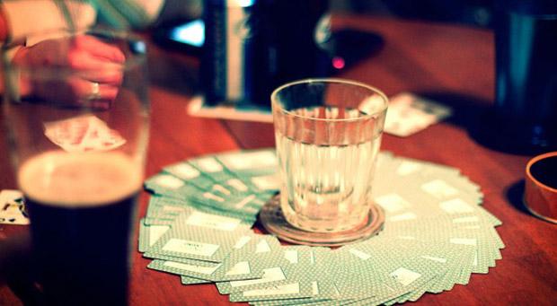 Aprenda novos jogos de cartas para jogar no churrasco com os amigos