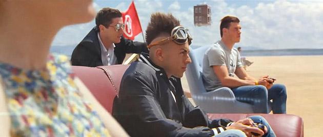 Fifa 14 comercial traz Messi dirigindo carro e jogadores em poses inusitadas-2