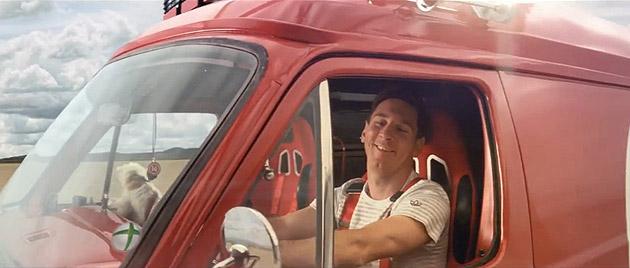 Fifa 14 comercial traz Messi dirigindo carro e jogadores em poses inusitadas-5