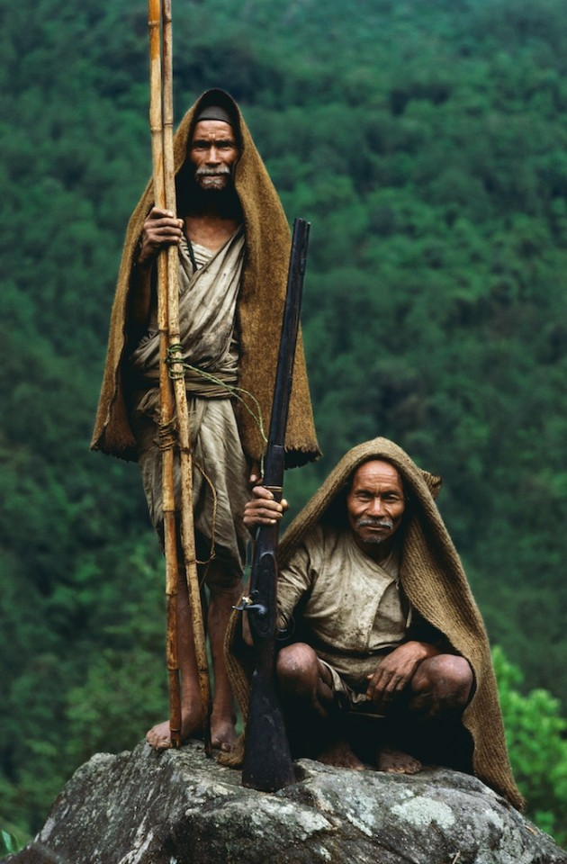 Fotógrafo capta a louca aventura de caçadores de mel no Himalaias