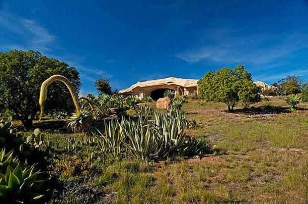 Casal-constrói-casa-inspirada-na-do-Flintstones-na-Califórnia-