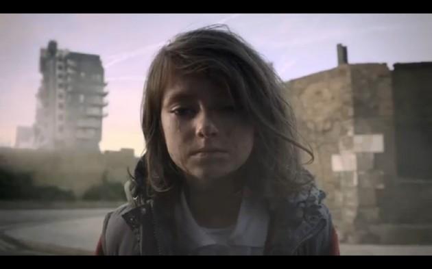 Vídeo-mostra-o-dia-a-dia-feliz-de-uma-criança-interrompida-pela-guerra-da-Síria1-630x393