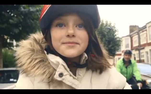 Vídeo-mostra-o-dia-a-dia-feliz-de-uma-criança-interrompida-pela-guerra-da-Síria3-630x393