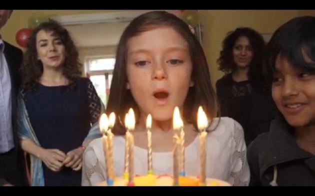 Vídeo-mostra-o-dia-a-dia-feliz-de-uma-criança-interrompida-pela-guerra-da-Síria4-630x393