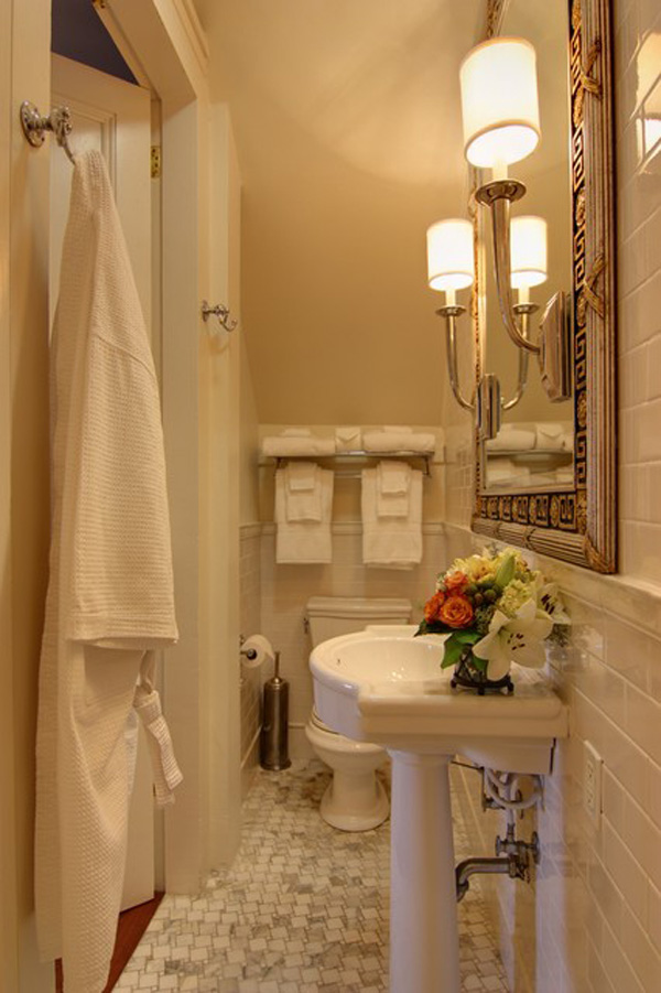 31-small-bathroom