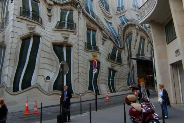 Photoshop ? Não! Apenas um prédio espelhado na França.