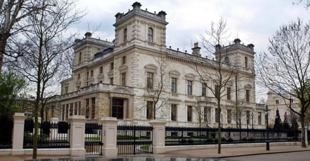 8) Kensington Palace Gardens en Londres, Inglaterra;  propiedad del magnate ruso Roman Abramovich.  Valorado en $ 140 millones