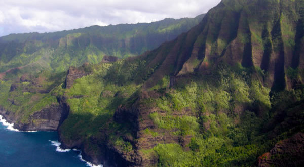 NaPali-Coast-Kauai-Hawaii.-Author-Garden-State-Hiker.-Licensed-under-the-Creative-Commons-Attribution-600x330