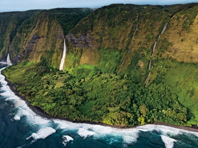 item0.rendition.slideshowWideHorizontal.helicopter-tour-big-island-falls