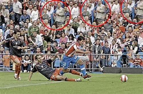16) Gêmeos que não se conhecem na mesma partida de futebol.
