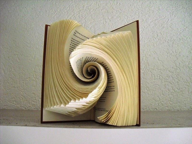 O que essa artista faz com seus livros antigos é realmente Deslumbrante!