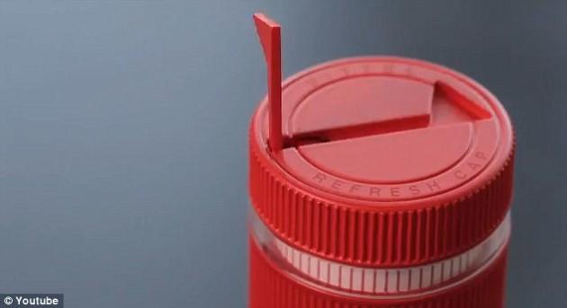 vittel-refresh-cap-tampinha-de-garrafa-avisa-beber-agua-tampa-agua-beber-tampinha-inteligente-2-litros-por-dia-agua-por-que-nao-pensei-nisso-3 (1)