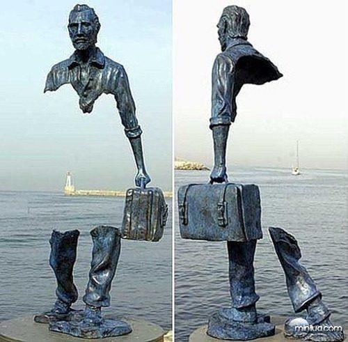 #2 - Escultura vazada de Bruno Catalano, na França