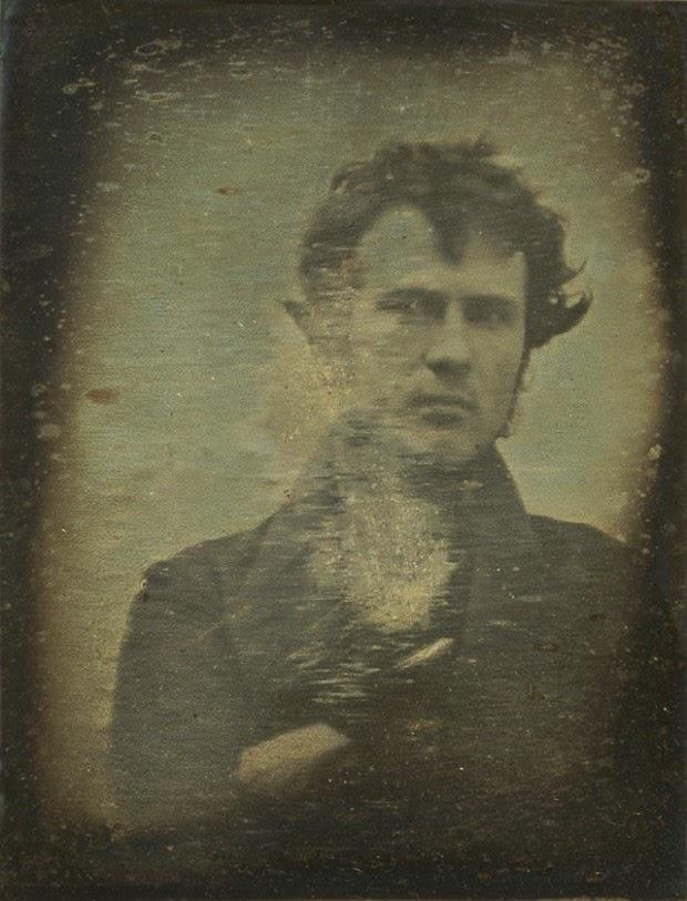 O Primeiro Selfie da História, tirado por Robert Cornelius em 1839.