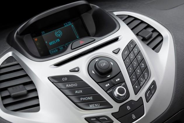 A linha oferece o avançado sistema de conectividade SYNC como opcional na versão SE e item de série na versão SEL. Ele traz rádio, CD e MP3-player com Bluetooth, controles de áudio e telefone no volante e por comandos de voz