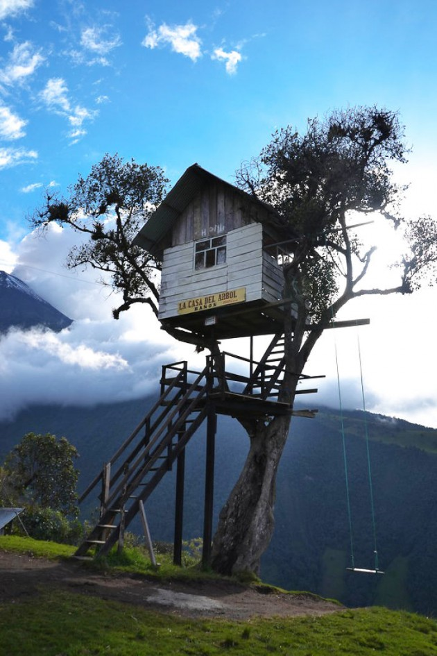 Post-The-Most-Beautiful-Treehouses-From-All-Over-The-World2__700-1
