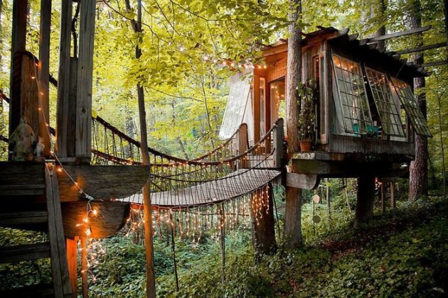 Post-The-Most-Beautiful-Treehouses-From-All-Over-The-World3__700
