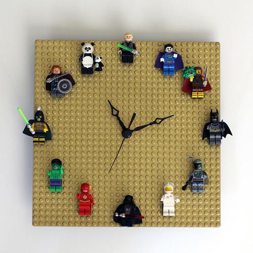 8) Relógio- As horas tornam-se bem mais divertidas vistas nesse relógio, não?