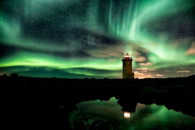 #30 - Aurora-Filled Sky, Islândia
