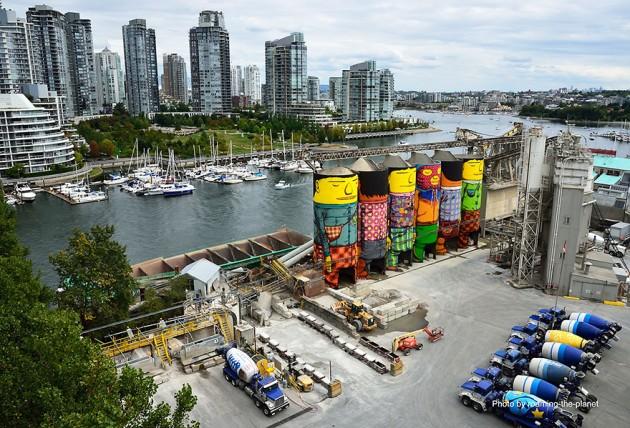 giants-graffiti-industrial-silos-os-gemeos-1