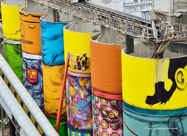 giants-graffiti-industrial-silos-os-gemeos-6