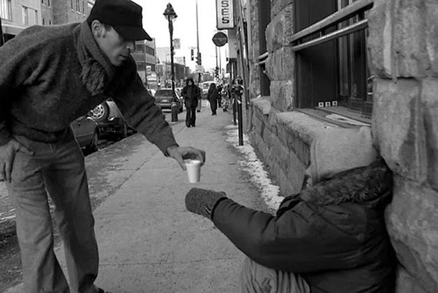 9. Comprar um café para alguém que passa frio na rua é pedir demais?