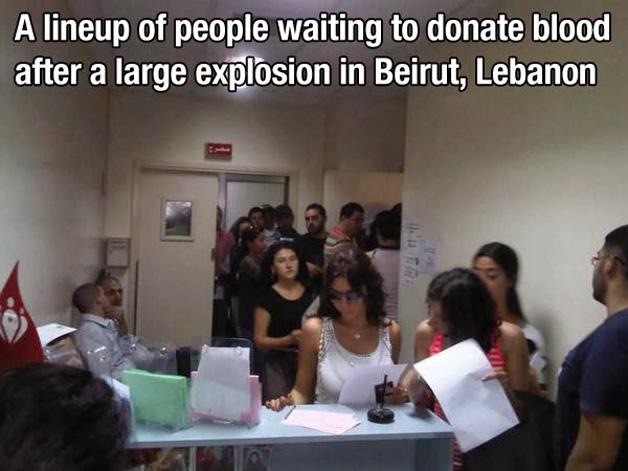 14. Após uma explosão em Beirut, no Líbano, houve um grande aumento no número de doadores de sangue.