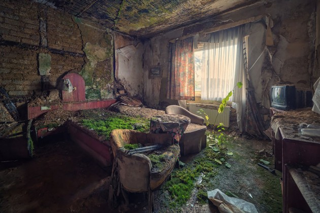 nature-reclaiming-abandoned-places-26