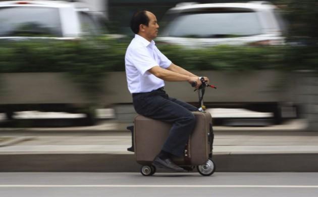 Veículo-mala tem motor elétrico e pode viajar até 50 km com uma só carga.