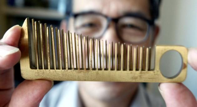 Han Yuzi criou um pente que também é um instrumento musical