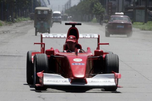 Zhao Xiuguo e seu sonho de pilotar uma Ferrari.