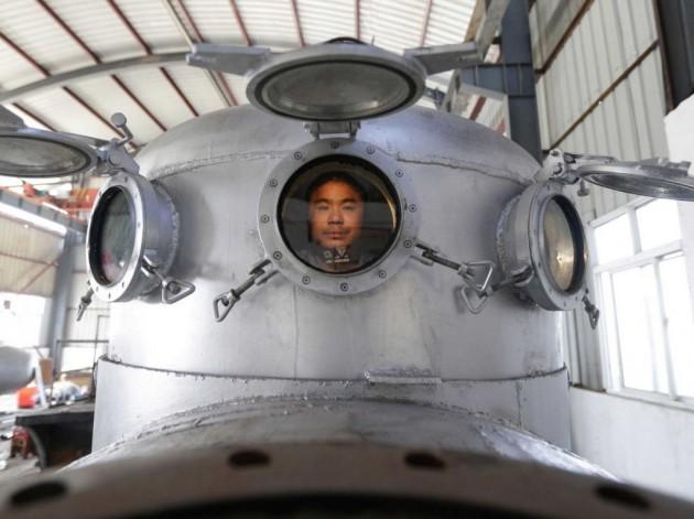 """O Zhang Wuyi chegou na oficina de casa e disse: """" Quer saber? Vou criar meu submarino!""""Aí está!"""