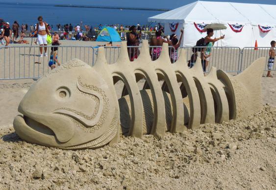 Peixe-escultura-areia