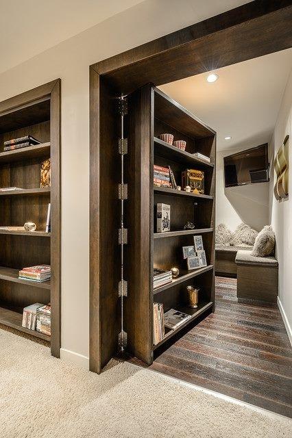 E se a porta virasse também uma estante?