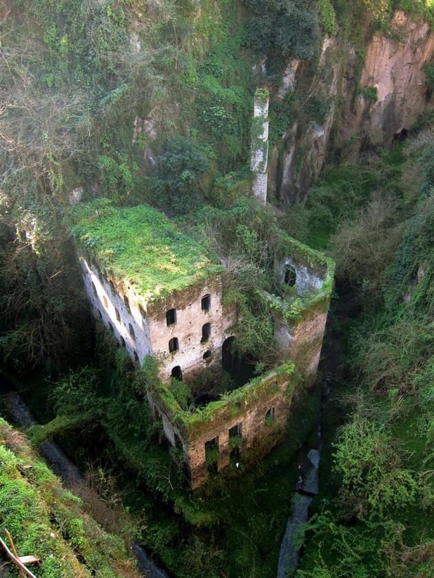 #10 - Moinho abandonado em Sorrento, na Itália.