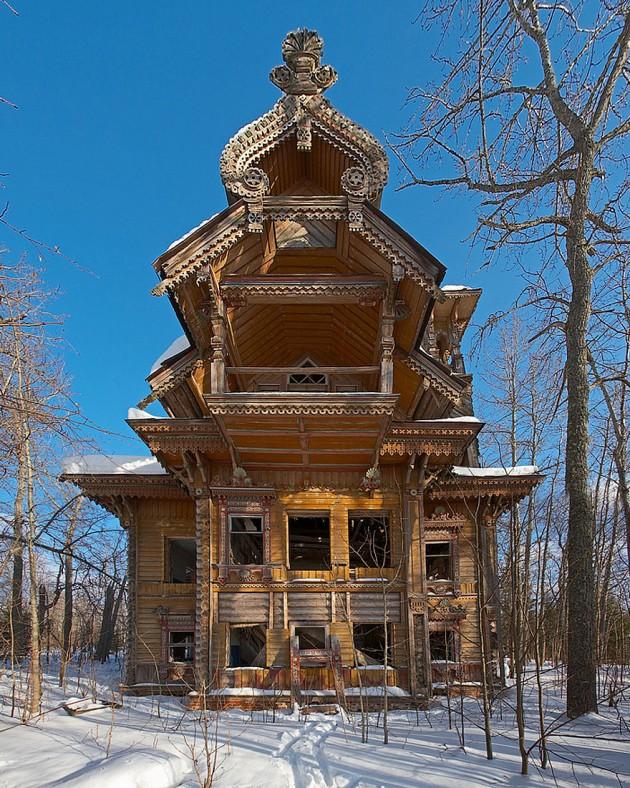#15 - Casas de madeira abandonadas em florestas na Rússia.